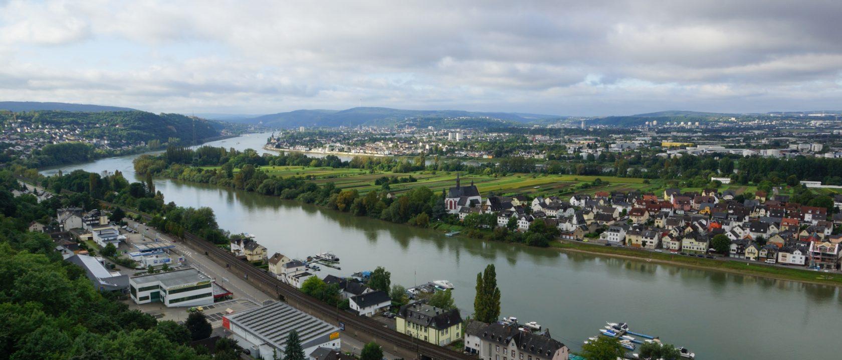 Romantischer Rhein um die Ferieninsel Niederwerth